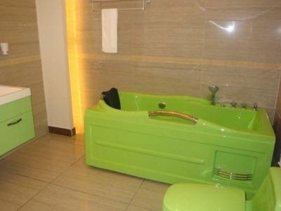 ванна акриловая зеленая