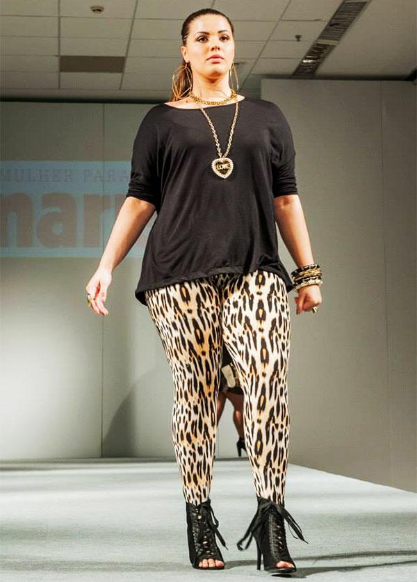 Леопардовый принт лосин зрительно делает ноги полнее