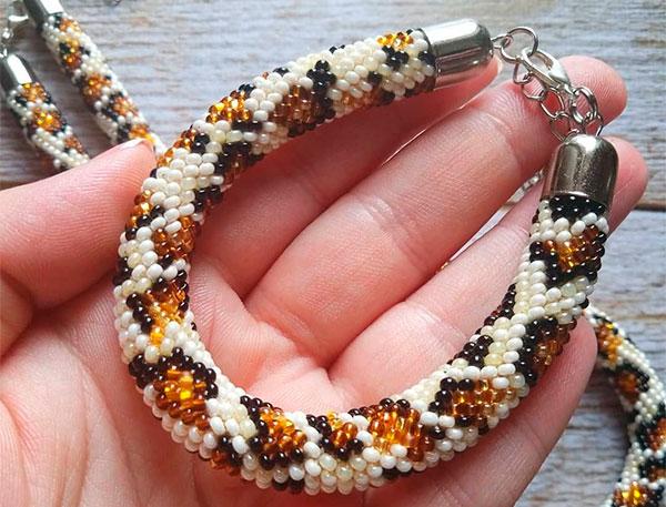 Леопардовый браслет из бисера