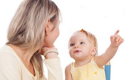мать должна обращаться с малышом, говоря четко, раздельно и громко