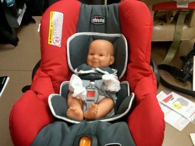оставить в машине куклу под видом ребенка