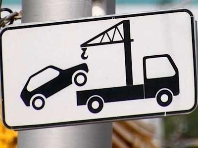 знак, предупреждающий о работе эвакуатора