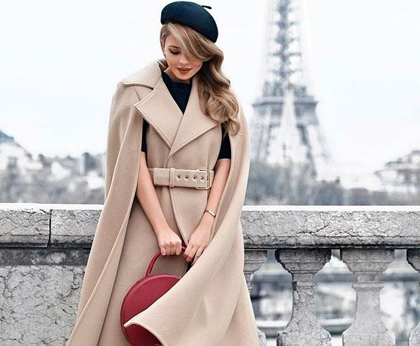 Благородный цвет пальто подчеркивает очарование модели