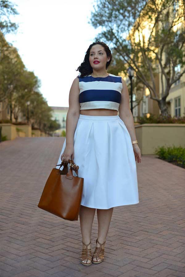 Летняя белая юбка с полосатым кроп-топом