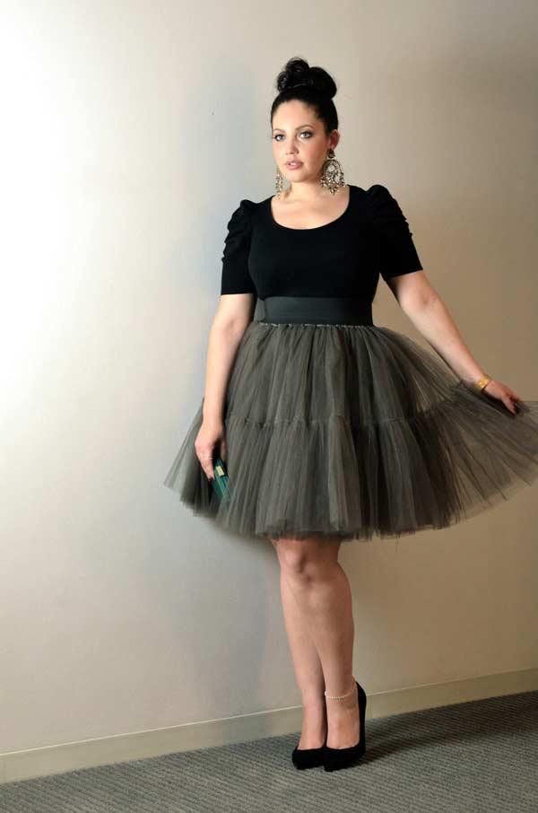 Пышная юбка подходит девушкам с крупным бюстом