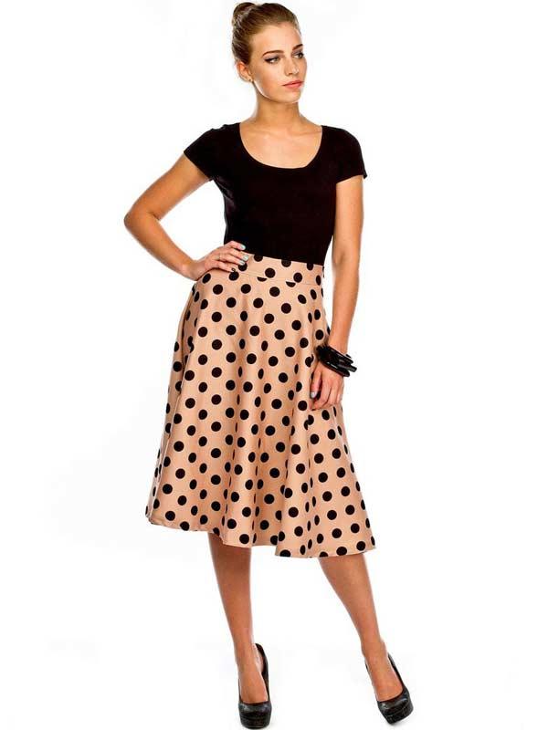 Светлая летняя модель юбки с поясом в горох