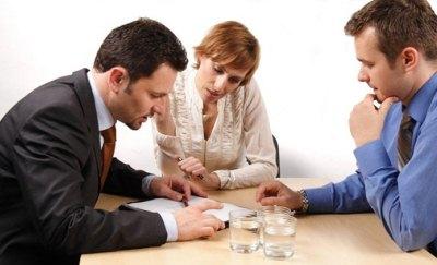 развестись через ЗАГС можно только если на это согласны оба супруга. В противном случае придется разводиться через суд