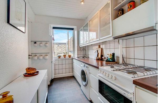 Кухонный гарнитур с полупрозрачными верхними фасадами