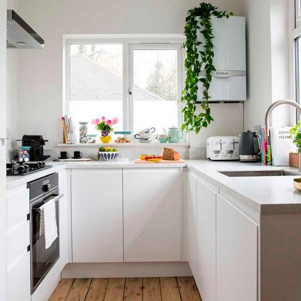 Маленькая кухня только с нижними шкафами