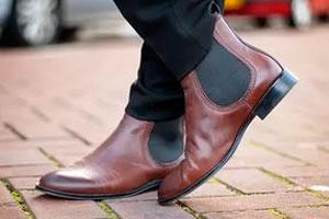 С чем носить женские ботинки челси