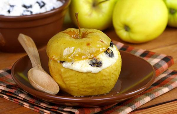 Для запекания подходят зеленые яблоки кислых сортов