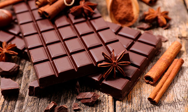 Темный плиточный шоколад помогает знаменитости сбросить килограммы