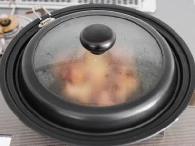 накройте сковородку
