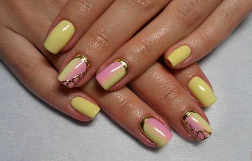 Желто-розовый маникюр с золотыми элементами