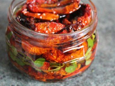 вяленые томаты в масле с пряностями