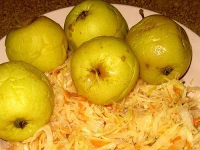 яблоки с капустой