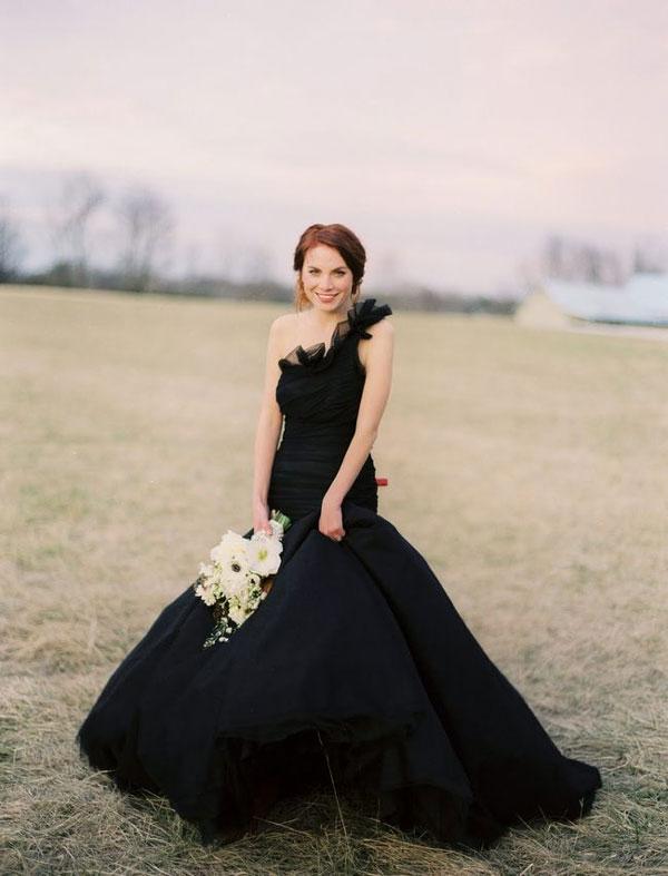 Свадебное платье черного цвета
