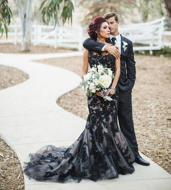 Свадебное платье черно-белого цвета
