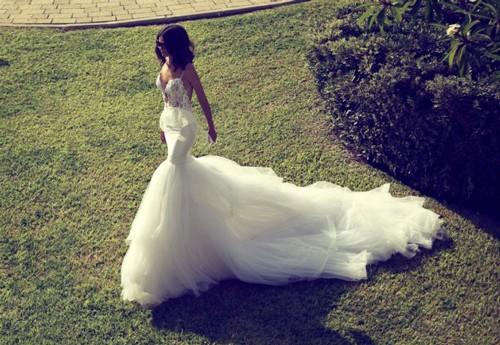 Свадебное платье в форме рыбки со шлейфом