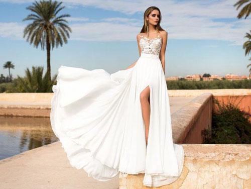 Свадебное платье для церемонии на пляже с разрезом на ноге