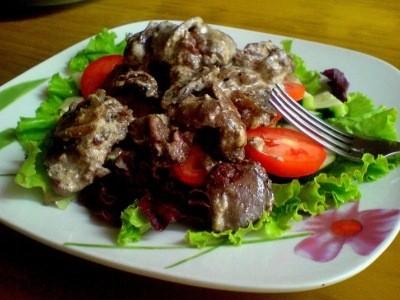 теплый салат из печени с грибами