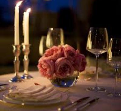 примеры использования свечей для украшения праздничного стола