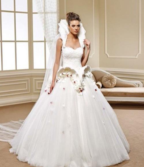Закрытое платье невесты в Викторианском стиле
