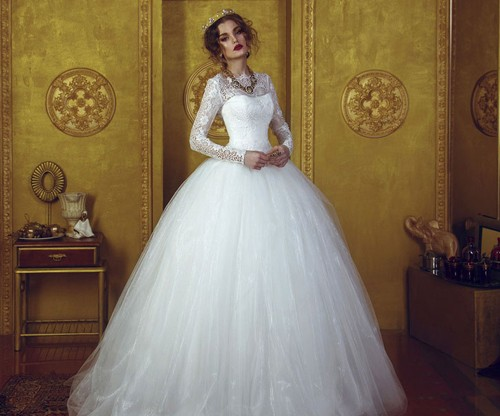 Пышное закрытой платье невесты