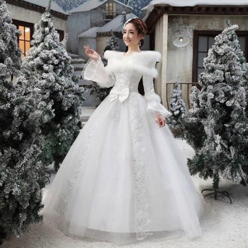 Зимнее платье невесты с рукавами