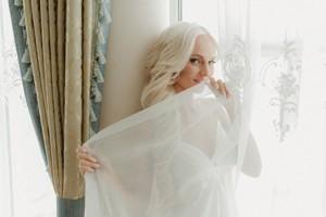 Бежевое свадебное платье