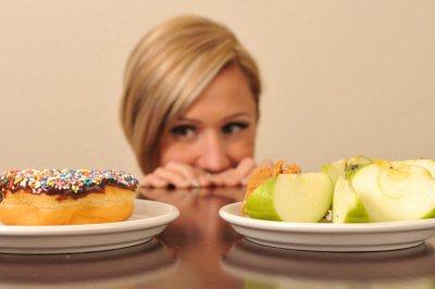 За день до начала лучше отказаться от употребления тяжёлой пищи, устроить разгрузочный день или же лишить себя последнего приема пищи