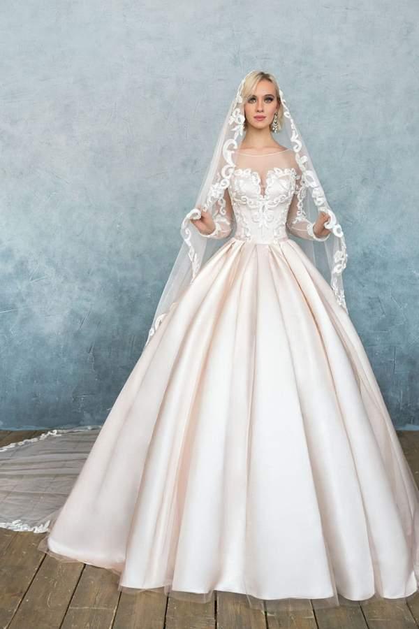 Свадебное платье из атласа с рукавами