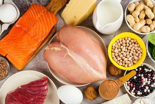 Основной акцент делается на белковую пищу