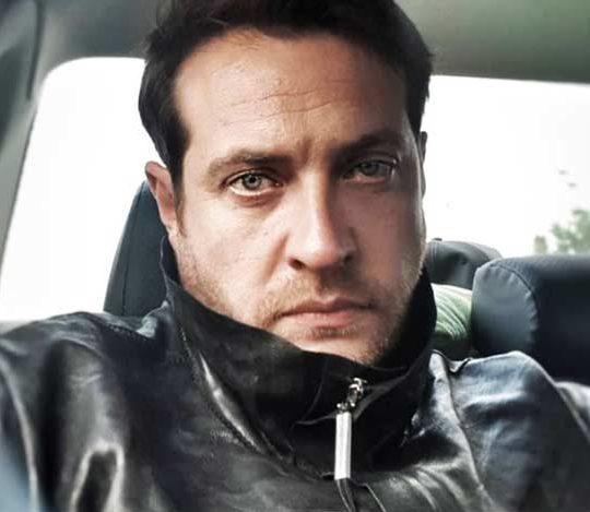 Кирилл Сафонов в машине