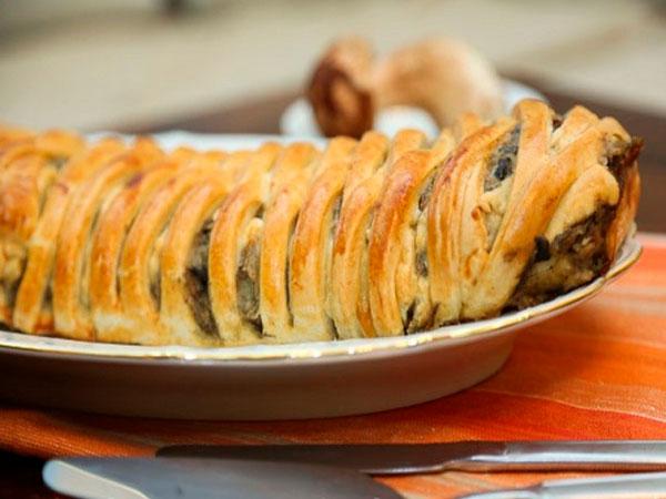Готовим пирог с картофелем и грибами