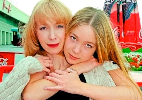 Актриса с дочкой Дарьей Мороз