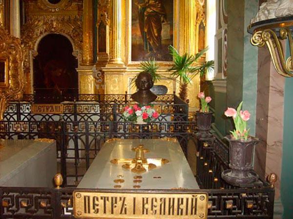 Надгробие Петра I в Петропавловском соборе