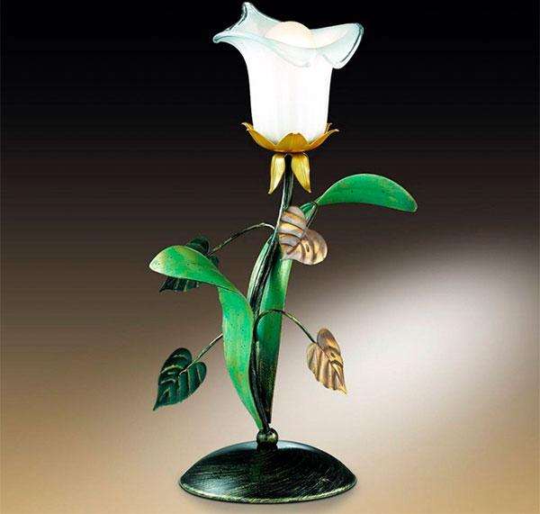 Ночник в виде цветка выглядит по-весеннему