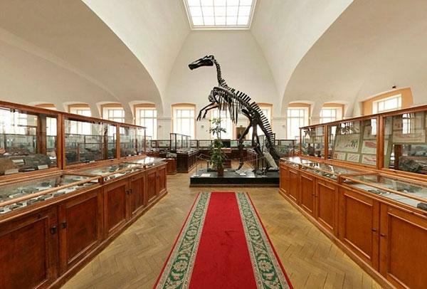 В залах Геологоразведочного музея