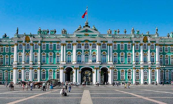 Зимний дворец, где находится вход в Эрмитаж