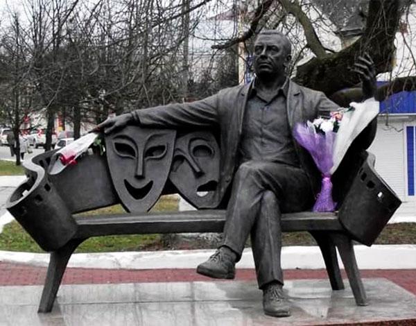 Памятник артисту в Вязьме