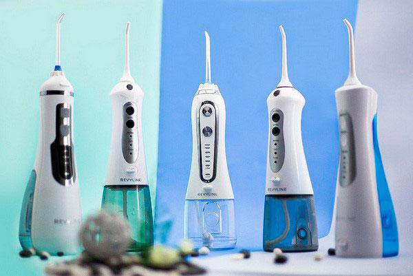 Умные ирригаторы очищают зубы лучше зубной щетки
