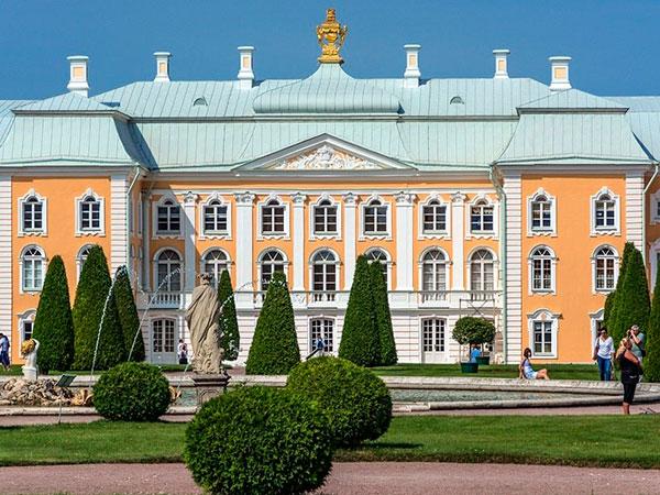 Дворец со стороны Верхнего сада