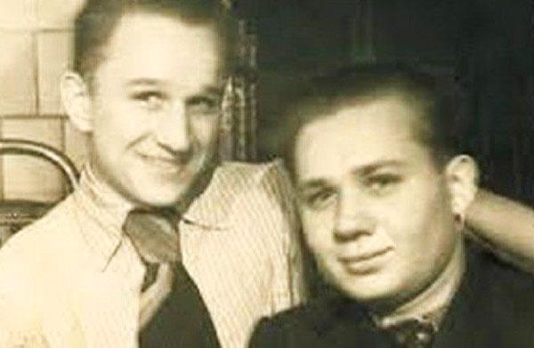 Евгений в юности с братом Николаем
