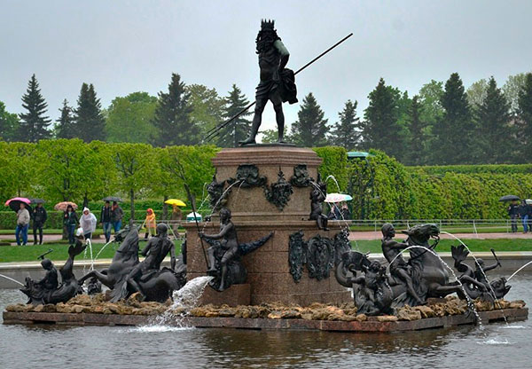 """Фонтан """"Нептун"""" в Верхнем парке, скульптуру приобрел Павел I"""