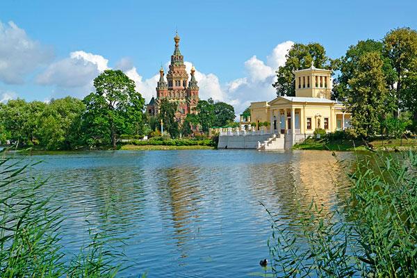 Колонистский парк с видом на собор