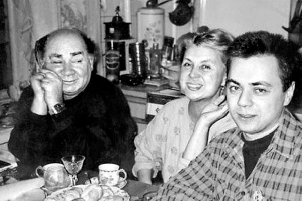 Леонов с супругой Вандой и сыном Андреем