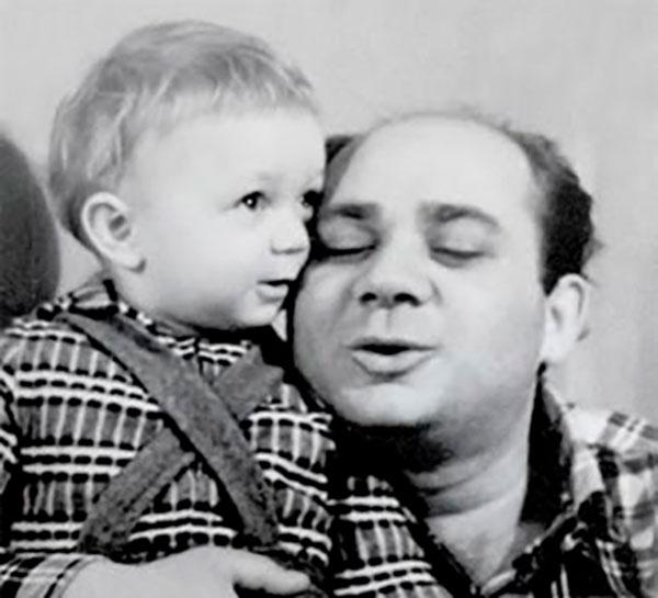 Леонов — трогательный отец