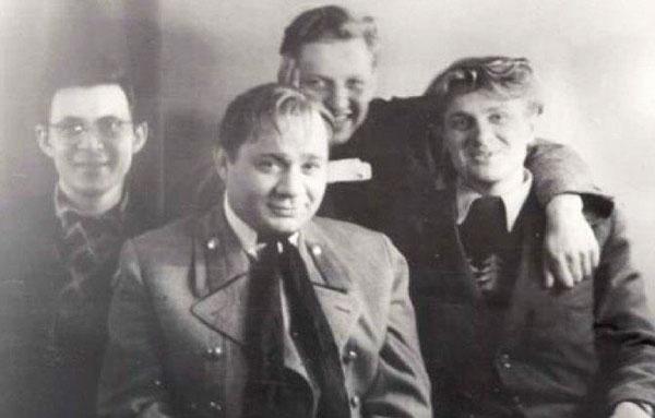 Леонов в молодости с коллегами по театру