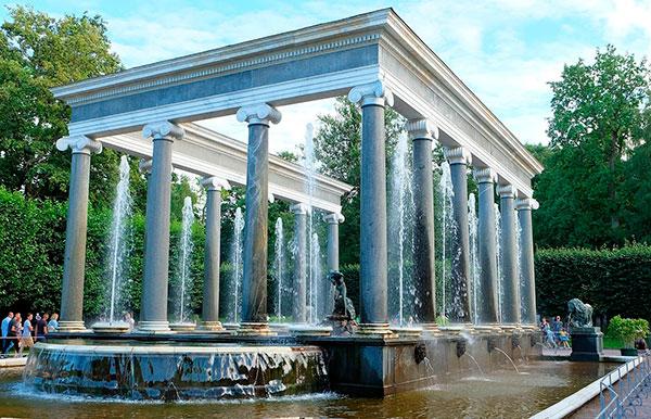 Львиный каскад с 14 колоннами из гранита